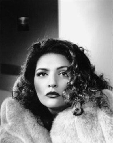 Aida Turturro (Um Misterioso Assassinato em Manhattan/Manhattan Murder Mystery, 1993)