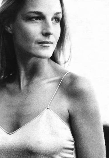 Helen Hunt (O Escorpião de Jade/The Curse of the Jade Scorpion, 2001)