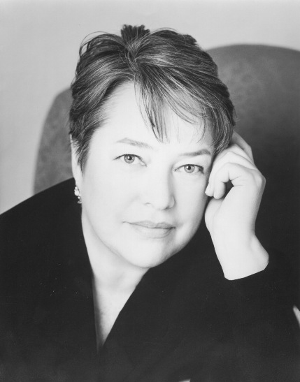 Kathy Bates (Neblina e Sombras/Shadows and Fog, 1991)