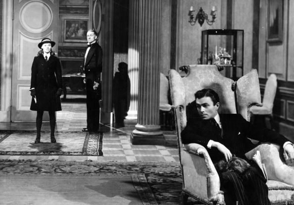 James Mason (1909-1984) and Ann Todd (1909-1993) in a scene from 'The Seventh Veil