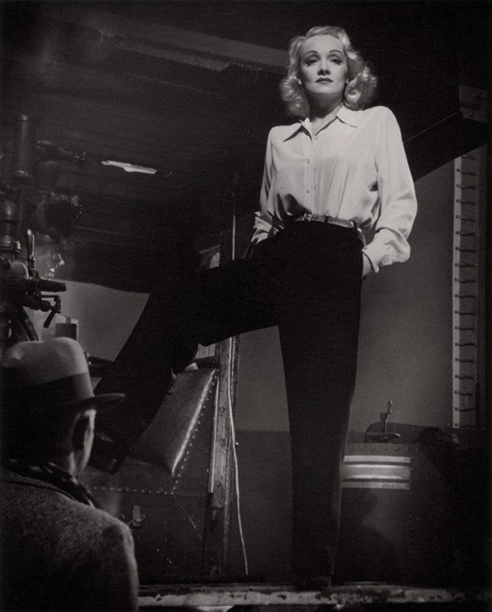 Marlene Dietrich on the set of 'Manpower'