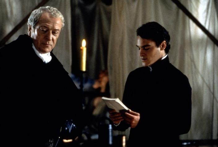 Michael Caine e Joaquin Phoenix - Contos Proibidos do Marquês de Sade (Quills, Philip Kaufman, 2000)