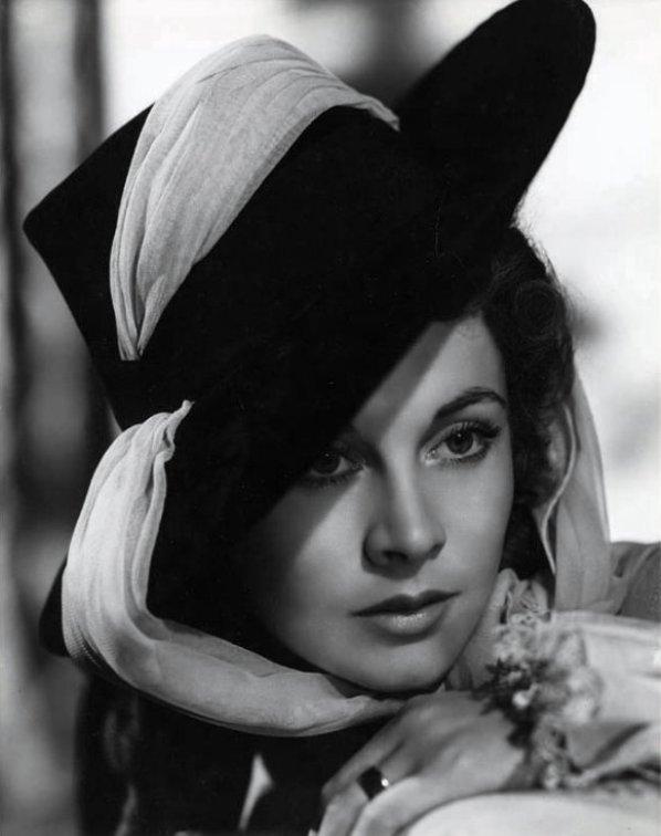 Vivien Leigh portrait by Laszlo Willinger from That Hamilton Woman