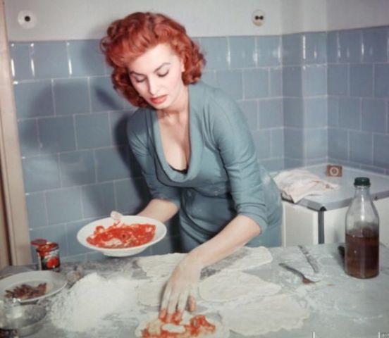 Sophia Loren (Heller in Pink Tights)