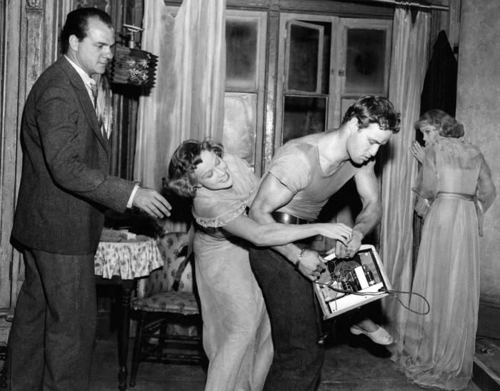A Streetcar Named Desire (Karl Malden, Kim Hunter, Marlon Brando, Vivien Leigh)