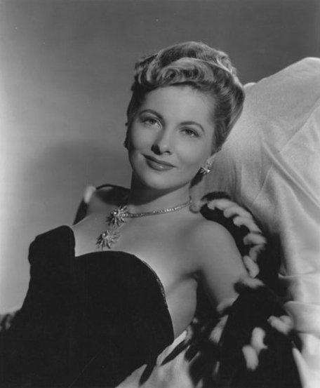 Joan Fontaine (No More Ladies / The Women)
