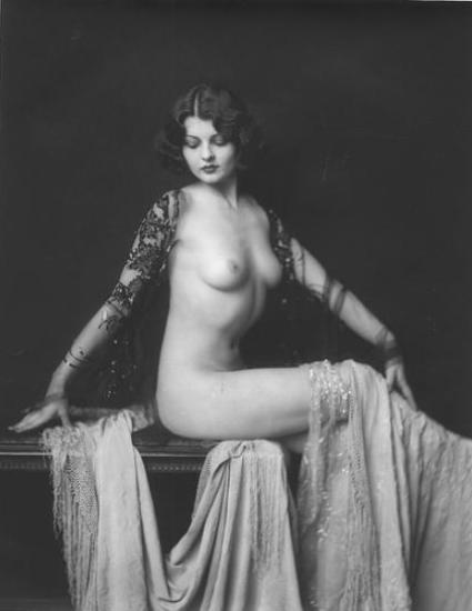 Lilian Bond (The Women)