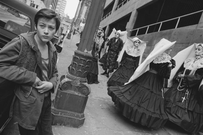 Edward Furlong e as Irmãs de Perpétua Indulgência no set de Nada a Perder (American Heart), Seattle, Washington, 1991