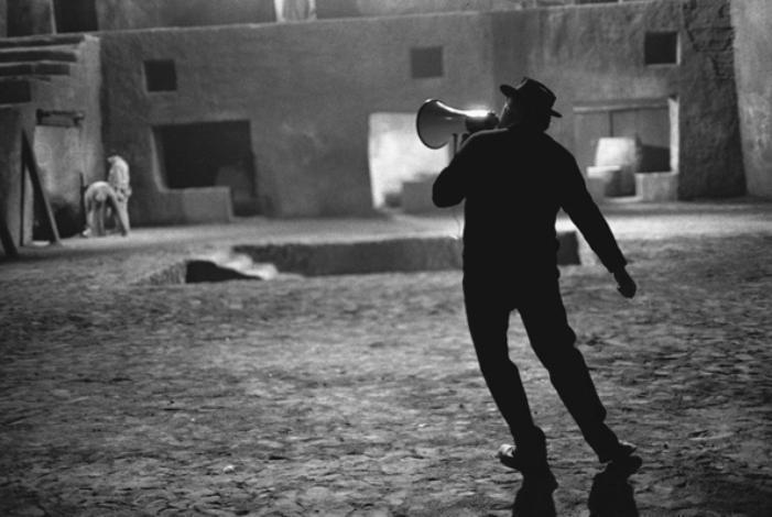 Federico Fellini no set de Satyricon, Roma, 1969