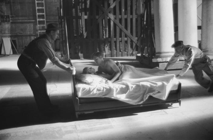 Karen Black e Bill Atherton no set de O Dia do Gafanhoto (The Day of the Locust) - Los Angeles, EUA, 1974