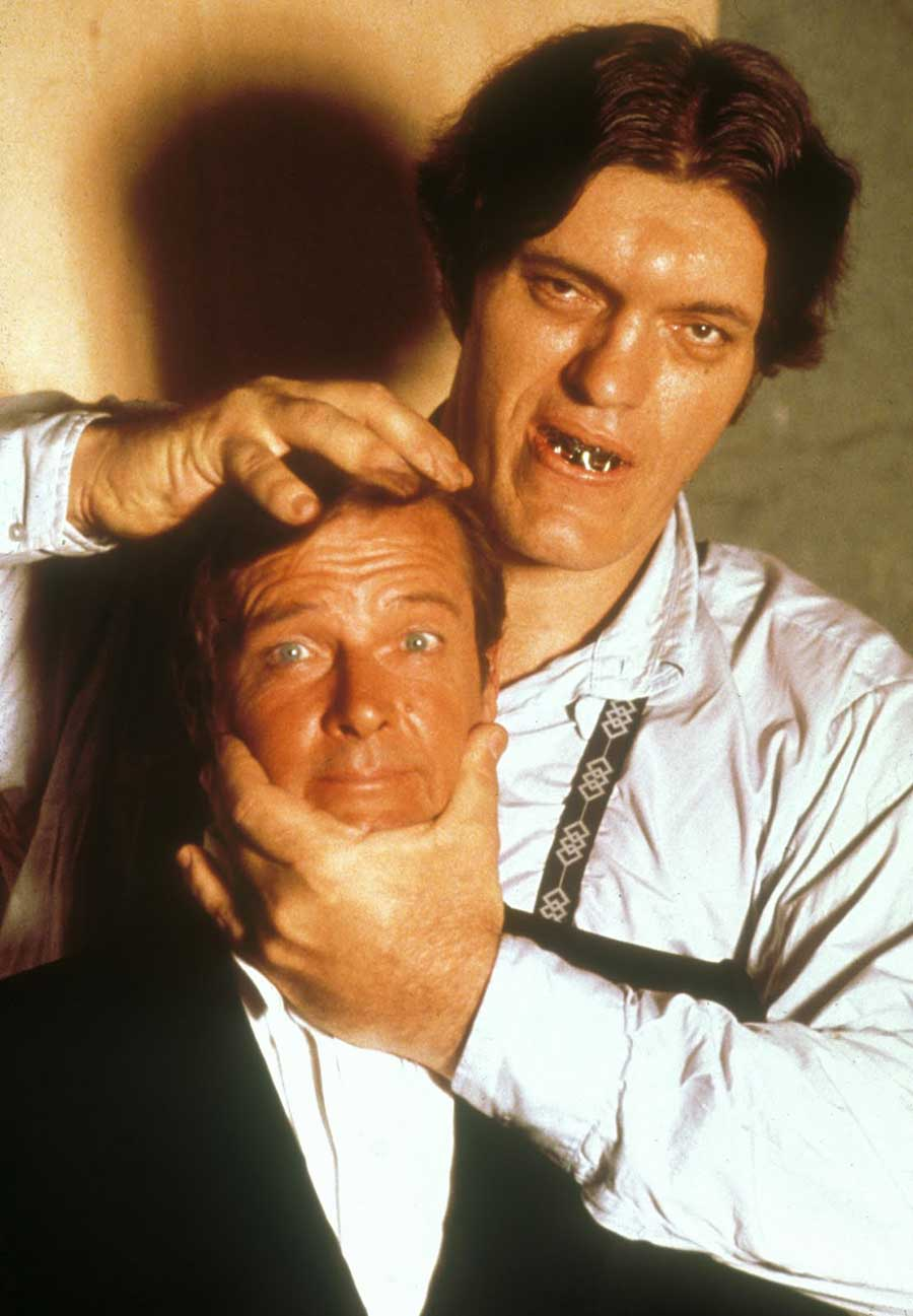 Roger-Moore-and-Richard-Kiel
